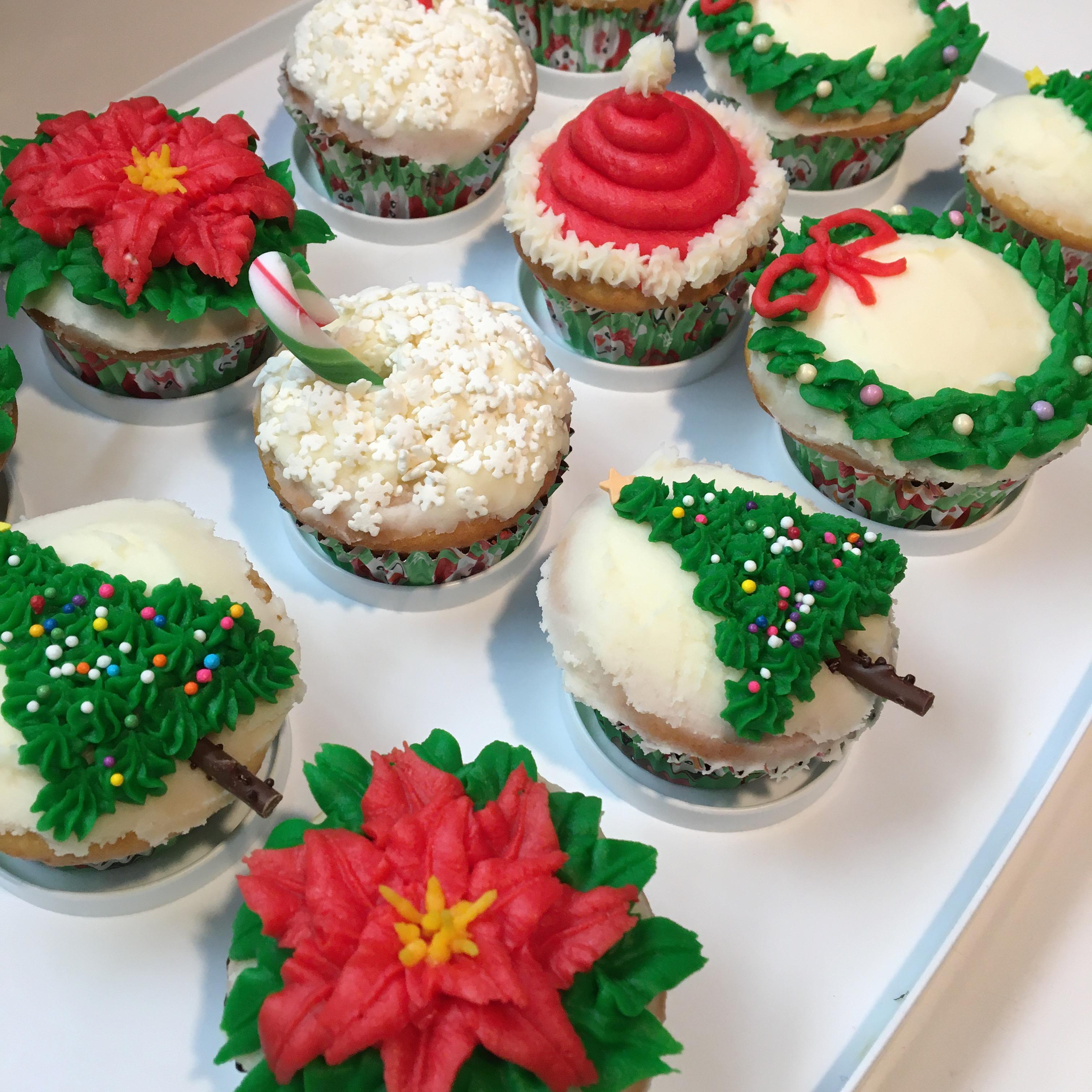 cupcakes poinsettias